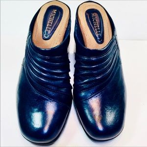 Michelle D Womans Mule Steff Navy Leather Size 6.5